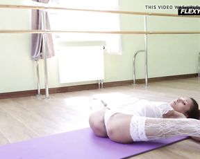 Incredibly flexible gymnast Inessa does nearly nude yoga