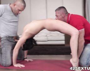 Liza Kolt anal yoga sex