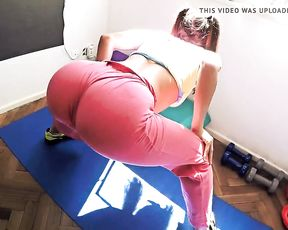 Big ass girl in tight yoga pants