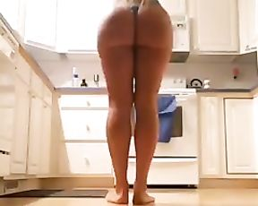 The hottest homemade yoga ever
