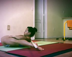Super flexible girl in sex yoga video
