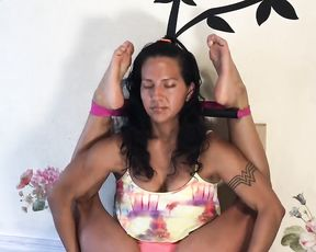 Extremely flexible mulatto in webcam hot yoga video