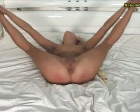 Naked flexible exercises in gymnast porn video