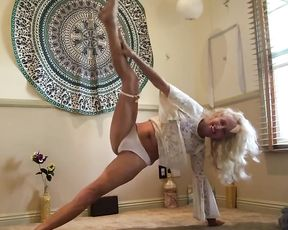 Sexy mature lady in homemade nearly naked yoga video