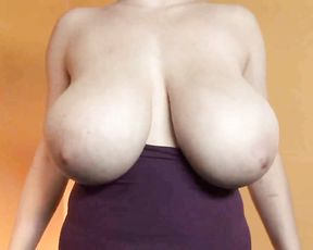 Naked MILF in huge boobs porn yoga video