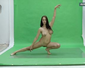 Naked gymnast Nicole does nude yoga