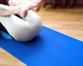 Amateur yoga cameltoe