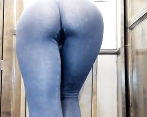Big round ass and cameltoe in tight yoga pants
