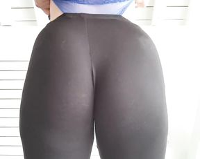 Showing big ass in see-through yoga pants