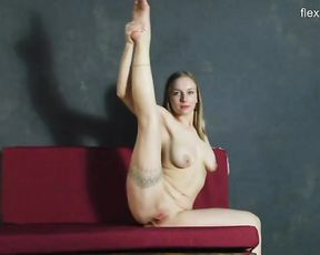 Nude flexible chubby with big natural tits warms up on the couch