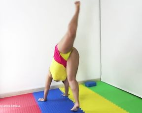 Big boobs flexible Latina girl in yellow cameltoe she demonstrates sexy yoga to you