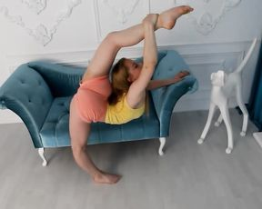 Sexy contortionist Karina