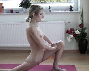 Naked yoga gooroo