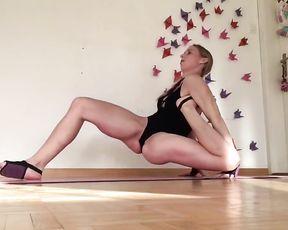 Hot gymnast in bodysuit in webcam sexy yoga video