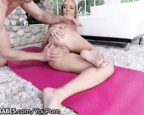 Beautiful girl gets jizzed in naked yoga class