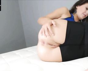 Hot MILF Alexa Page farts in tight yoga shorts