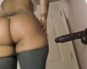 Sexy masturbation in hot yoga pants
