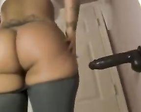 Sexy masturbation in hot yoga pants
