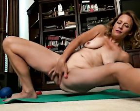 Sexy MILF Jade Allan's porn yoga video